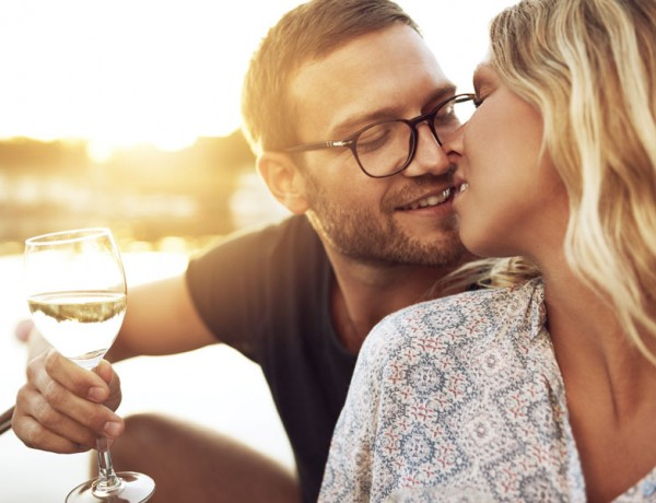 Want to know when to make a move? Our expert answers men's dating questions.