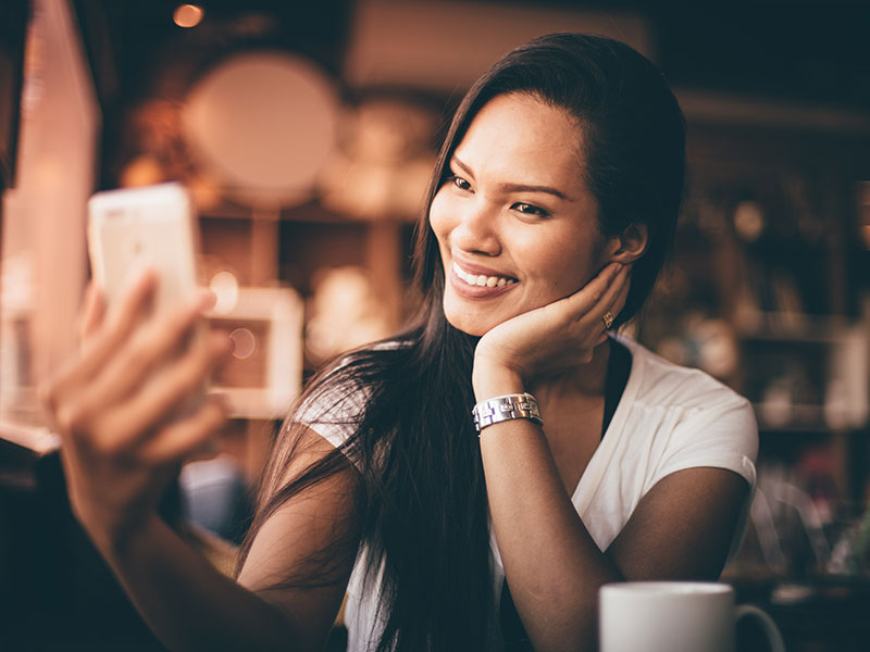 How to take good pictures for dating apps