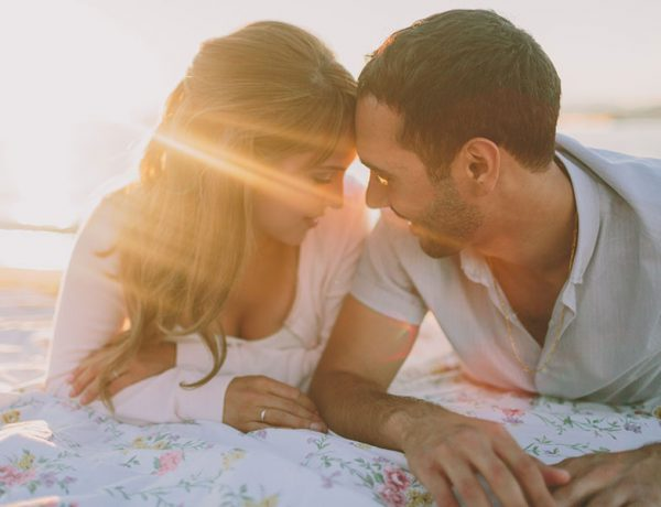 A woman radiating positive energy because she took these dating tips that made her stronger.